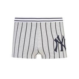 Yankiz light grey shorts grey.