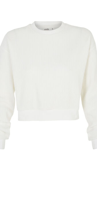 White chipitiz sweatshirt white.