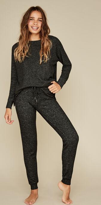 Black quodiz pants black.