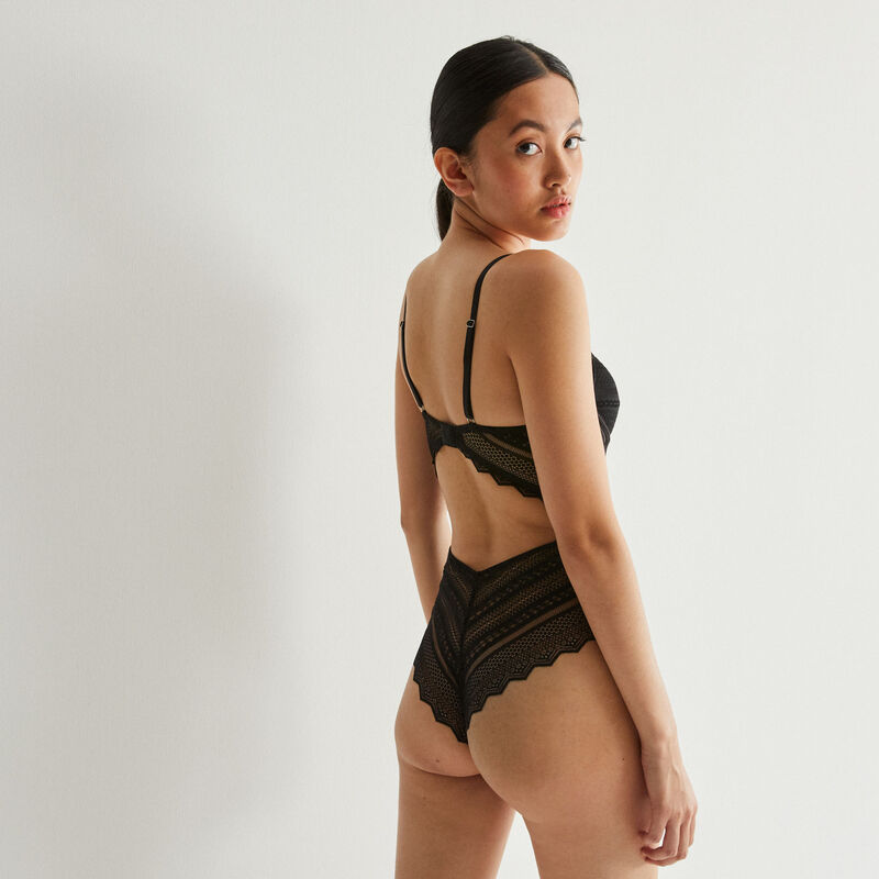 push-up cut-out body in geometric lace - black;