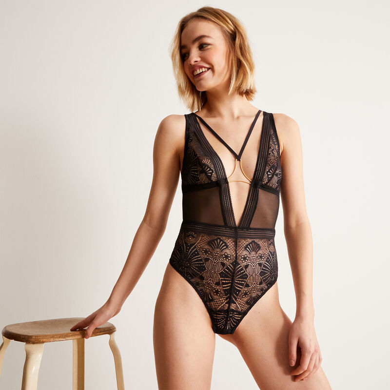 Non-wired bodysuit with ties and jewellery - black;