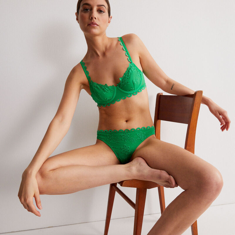 balconette tulle bra with flowery embroidery - green;