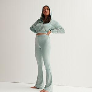 High-waisted velvet bellbottom trousers - pale green