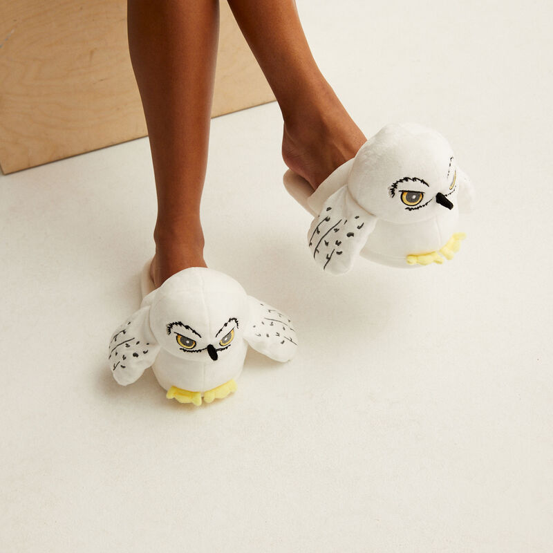 Hedwig slippers - white;