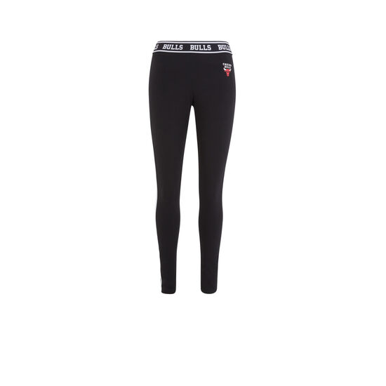 Redchicaliz black leggings;