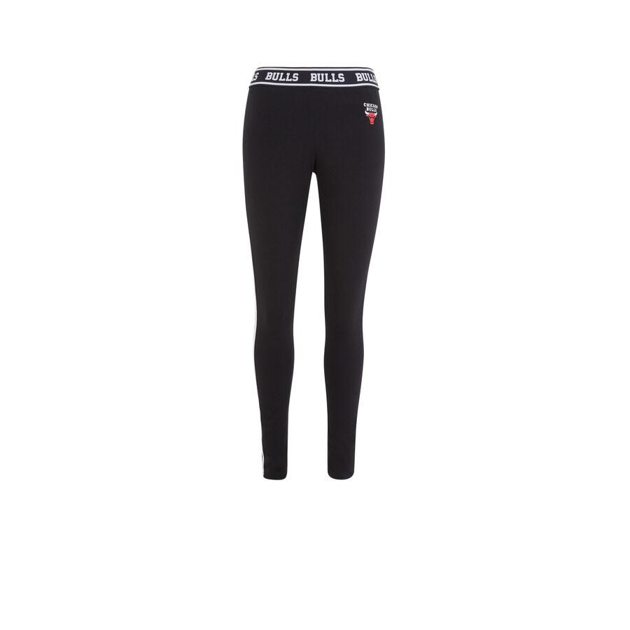 Redchicaliz black leggings;