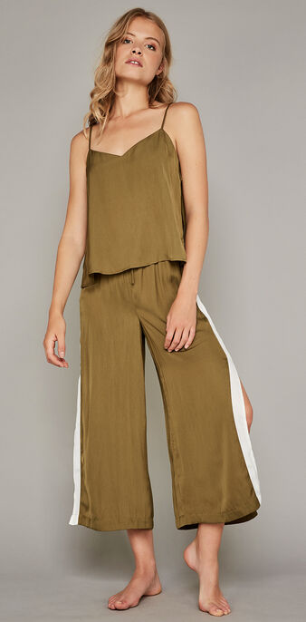 Bacurtiz olive green bottoms green.