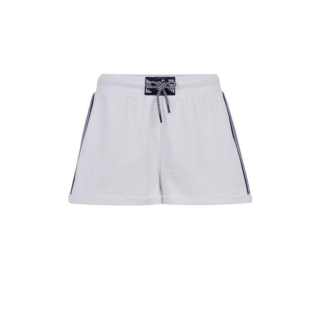 White girlmailliz shorts;