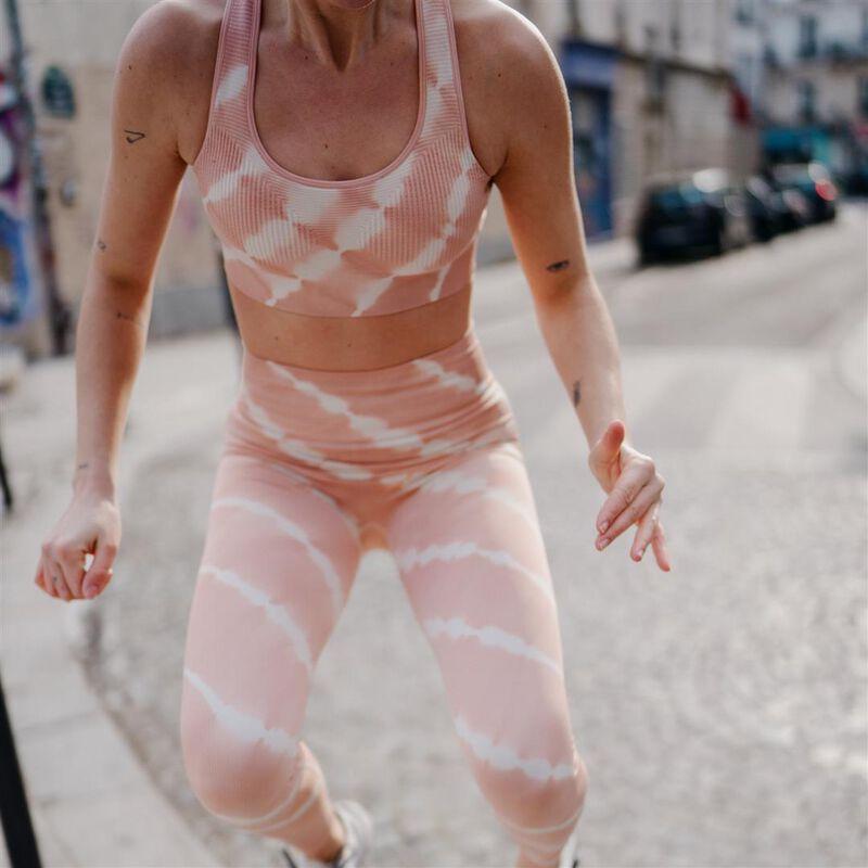 спортивный бюстгальтер-топ с эффектом тай-энд-дай - розовый;