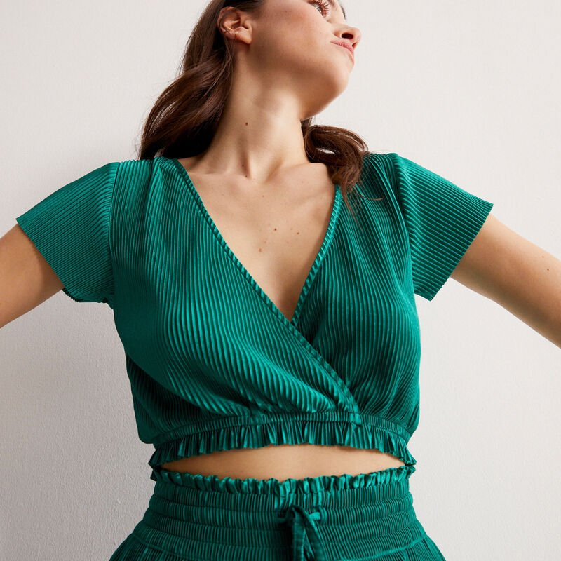 short-sleeved wrapover pleated top - green;