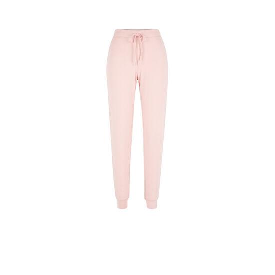 Pink quodiz pants;