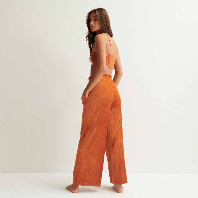 vinyl-effect bralette with spaghetti straps - camel;