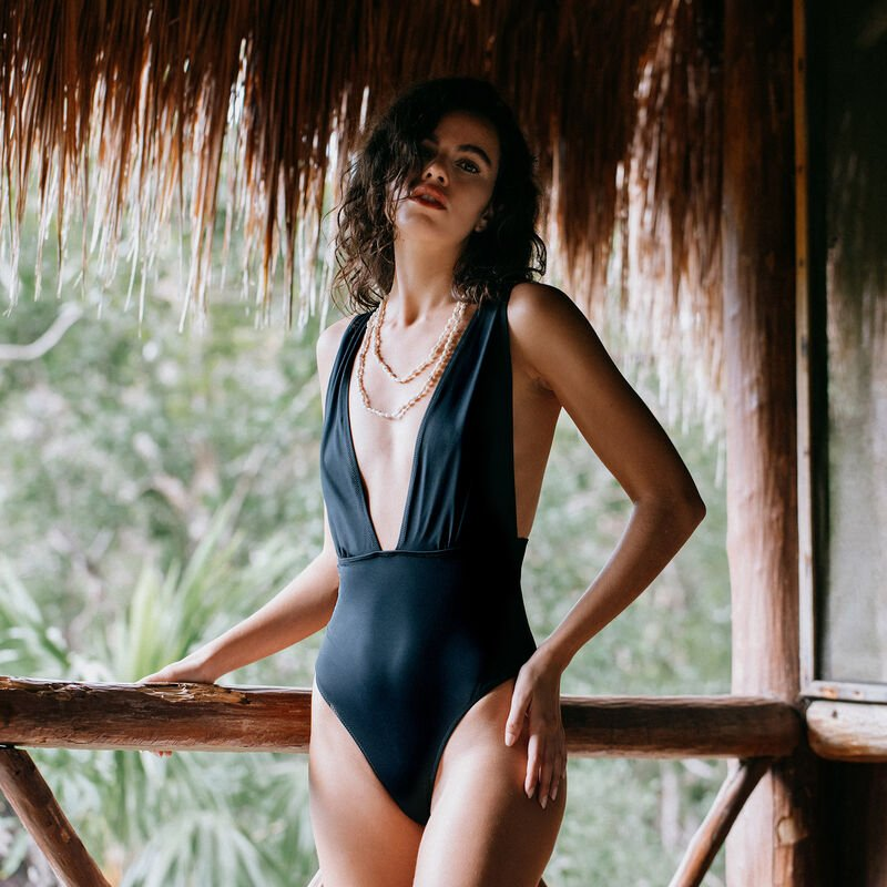 one-piece plunging neckline swimsuit - black;