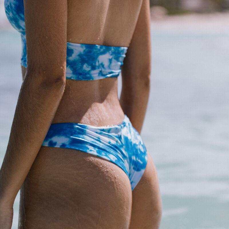 купальные трусики-танга с узором тай-энд-дай - синий;