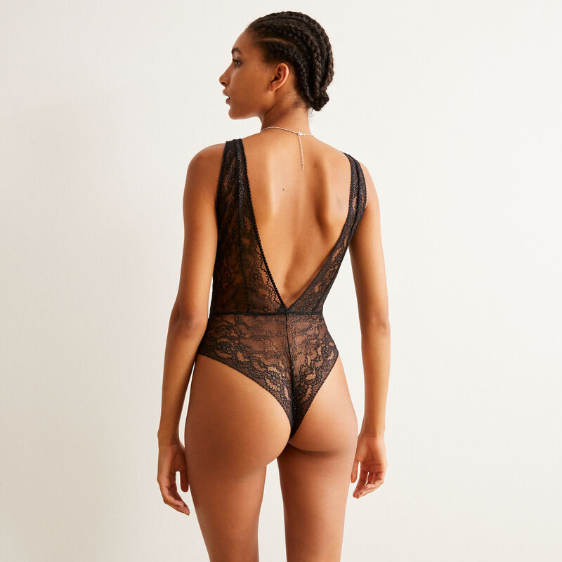 all lace bodysuit with body chain details - black;