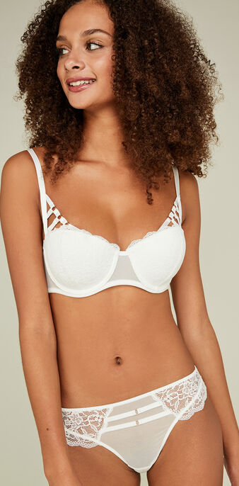 Rubiz figure-enhancing white padded bra white.