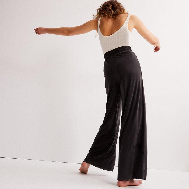 szerokie spodnie z efektem skórki brzoskwini — czarne;