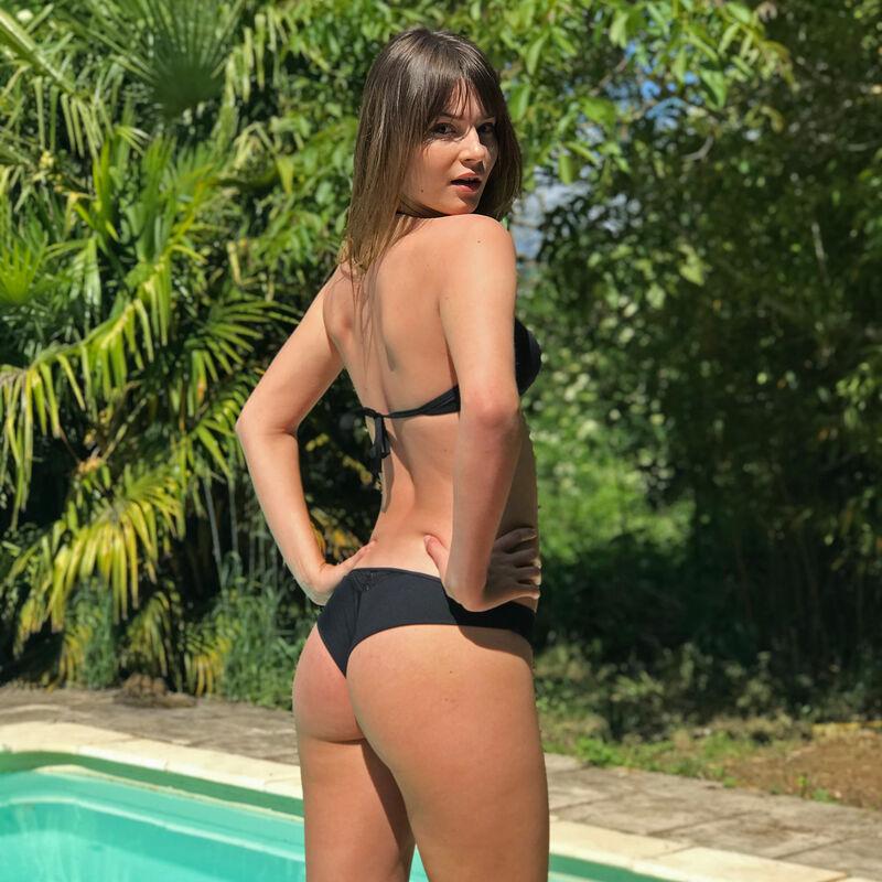Góra sportowego kostiumu kąpielowego — kolor czarny;