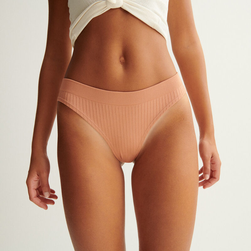 Seamless briefs - nude;