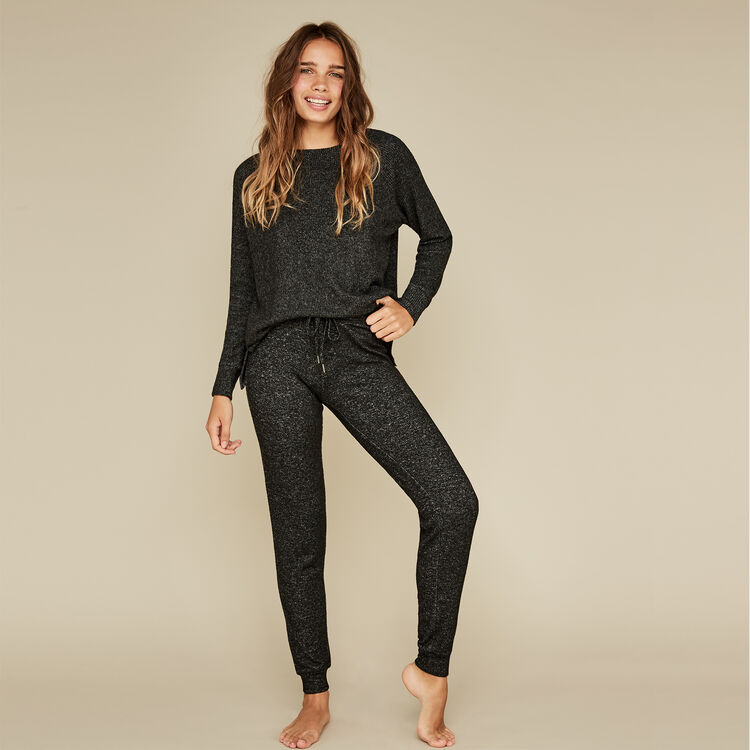 Black quodiz pants;