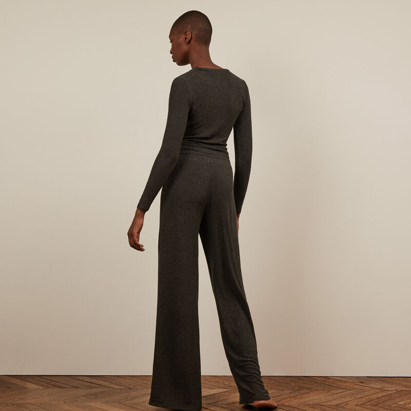 • Wide-leg trousers - black;