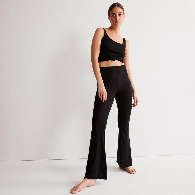 rozszerzane spodnie z dzianiny pointelle — kolor czarny;