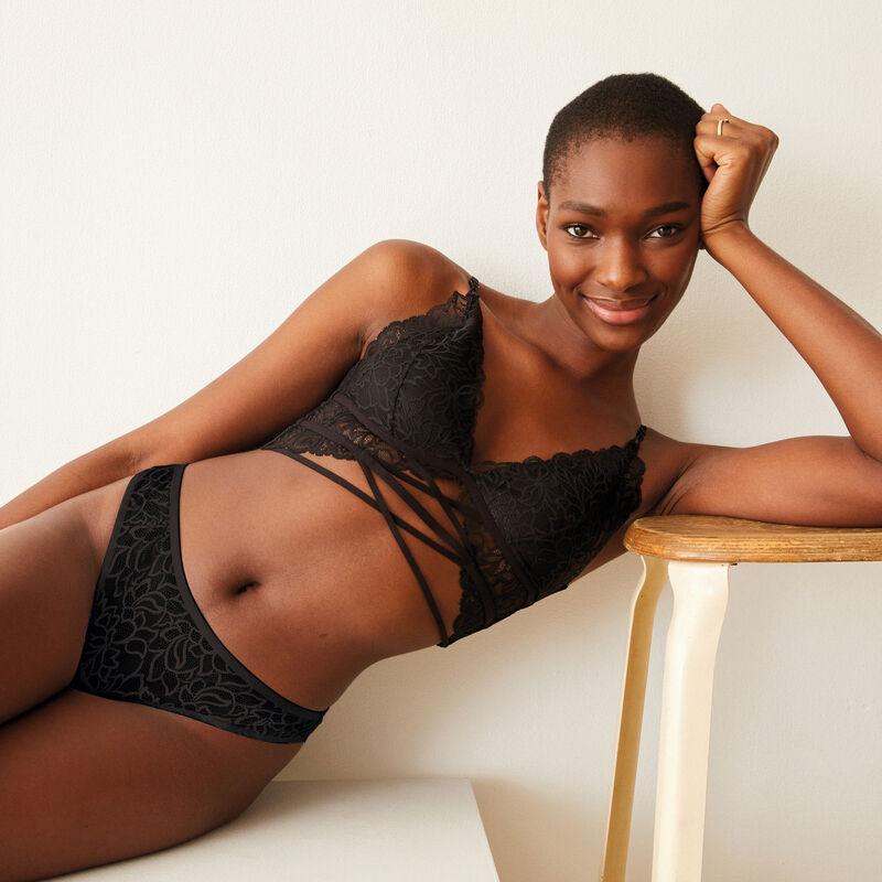 Lace triangle push up bra - black;