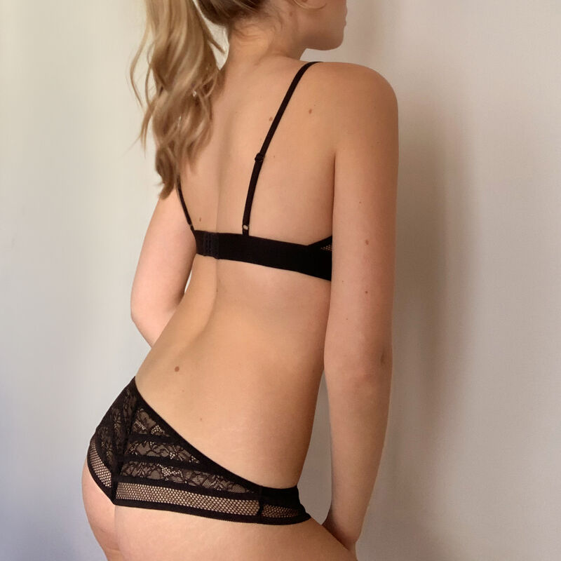 Lace triangle bra - black;