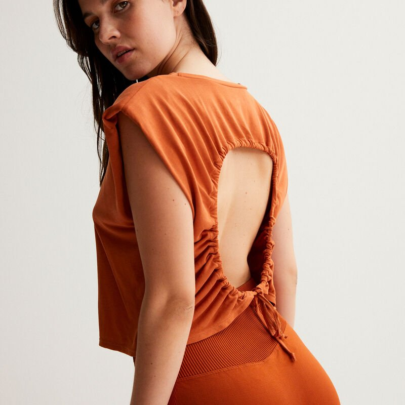 Open back top with ties at the shoulders - brown;