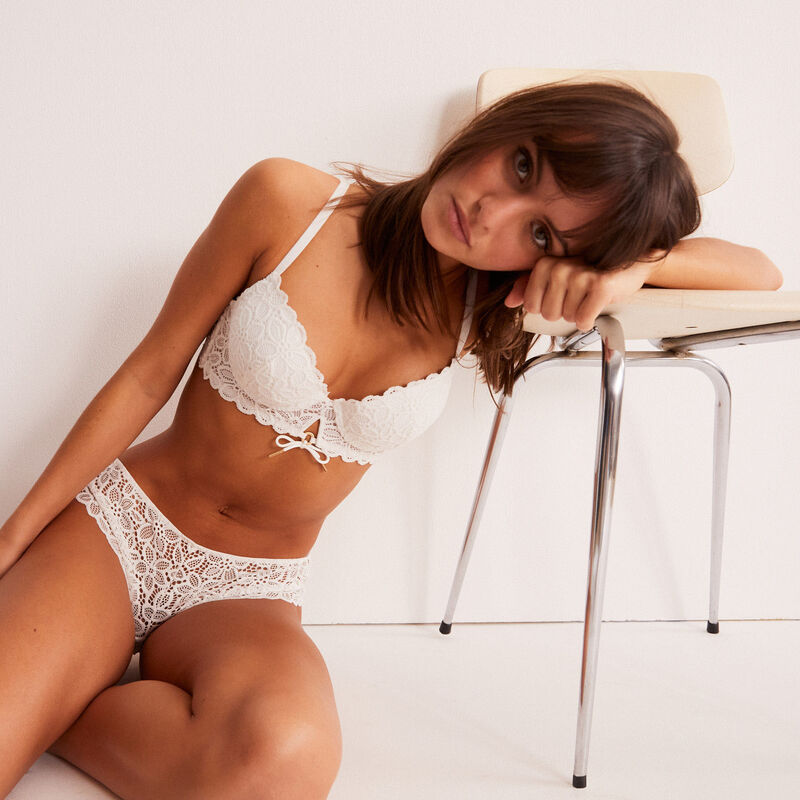 floral lace shorty with ring detail - ecru;