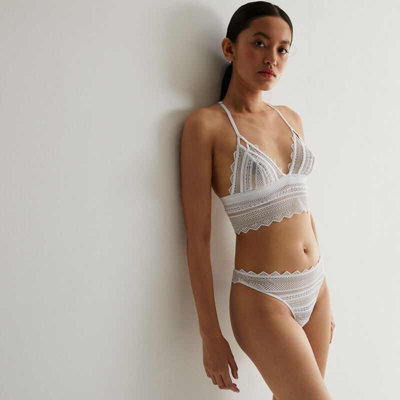 non-wired triangle bra with back detail - white;