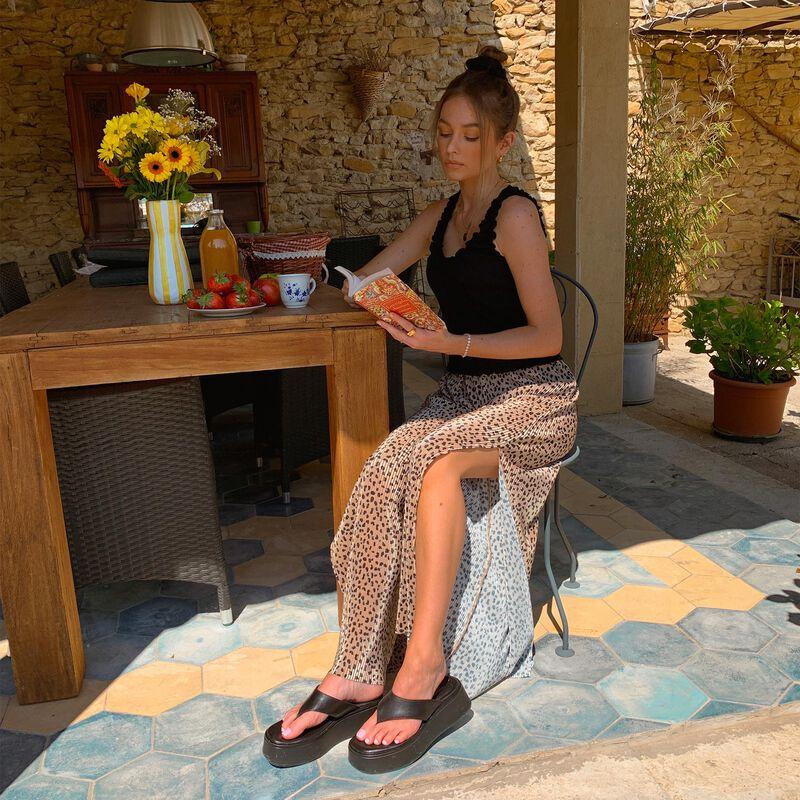 Wide-leg open trousers with leopard print - beige;