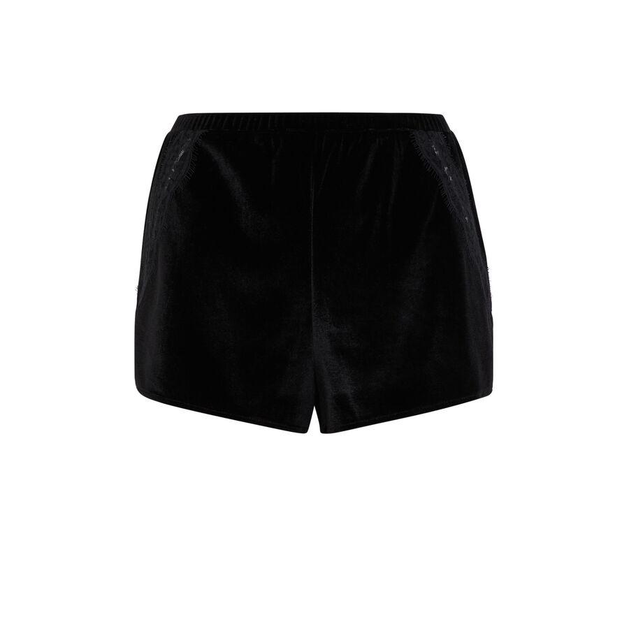 Velcroisiz black shorts;