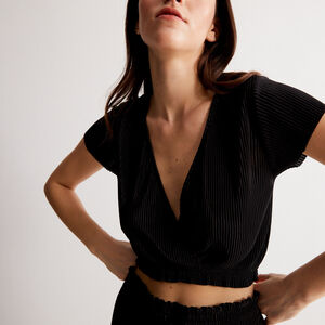 short-sleeved wrapover pleated top - black