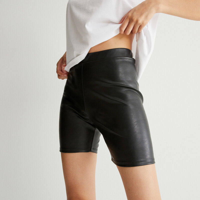 leather effect cycling shorts - black;