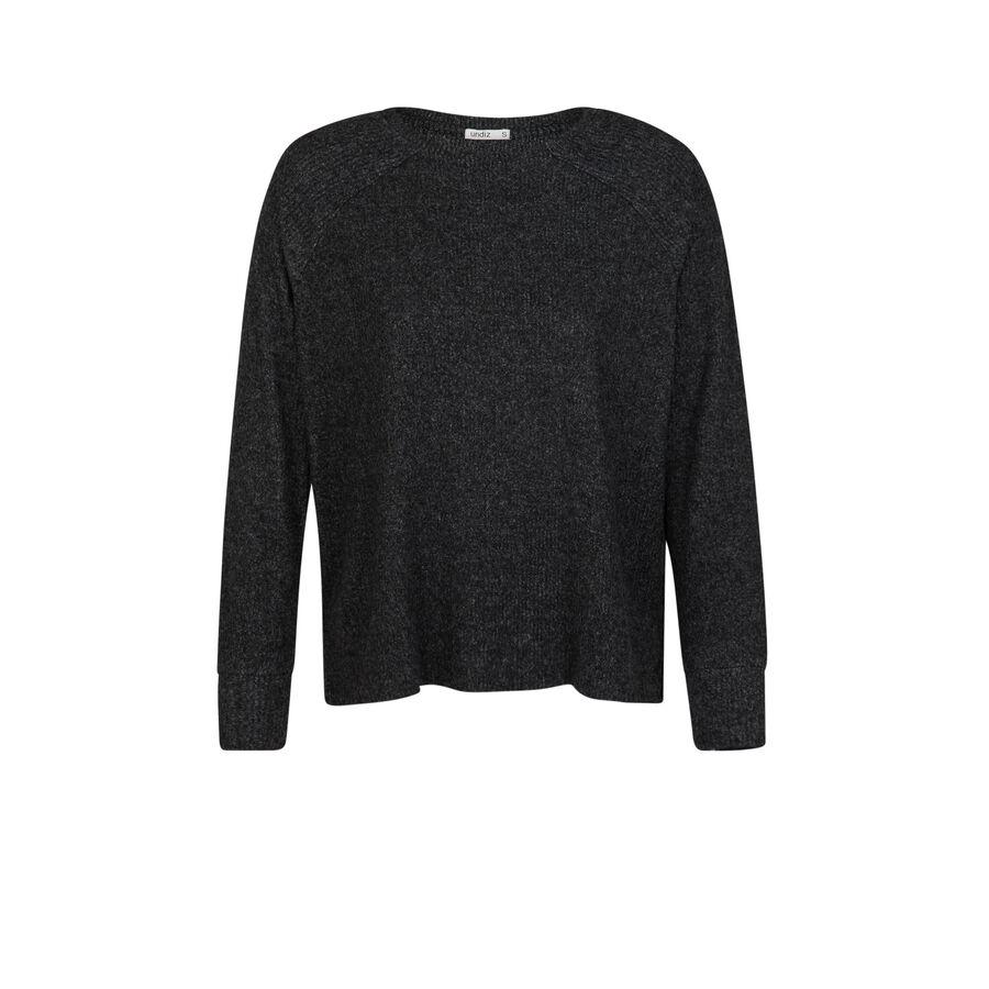Black paniliz sweater;