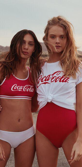 Cocacoliz red bra red.