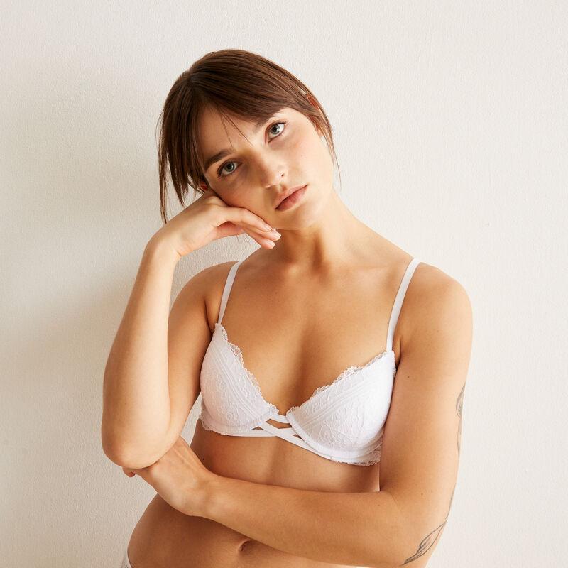 Everydayiz white push-up bra;
