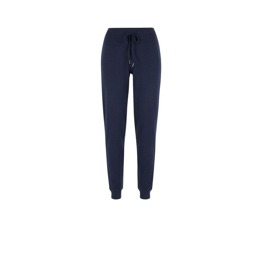 Blue quodiz pants;