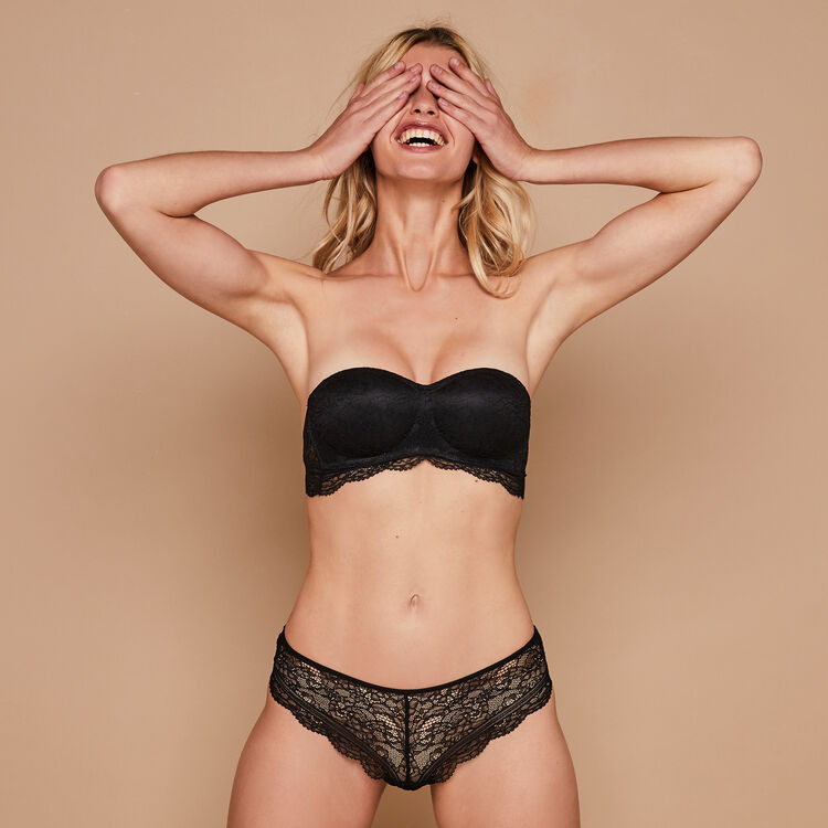 Everydayiz black bandeau bra;